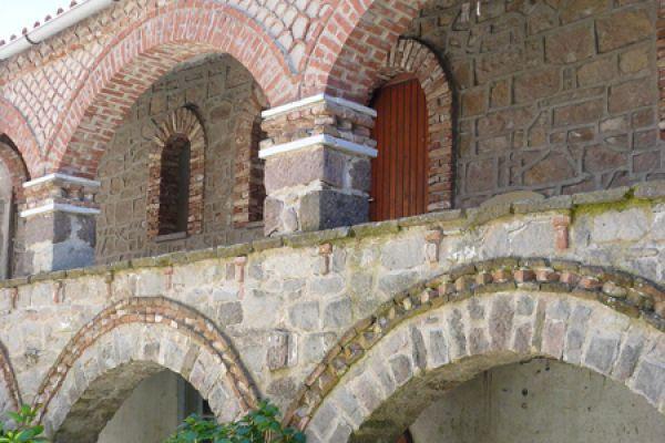 klooster-ypsilou-monastery-balustrade-20150527-1875574371F5730C46-E8A4-5C83-404E-D6791666607E.jpg
