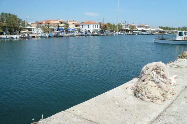 skala-kaloni-haven-harbour-20150527-12932902195295F383-4321-47F4-367A-4C48EBF92C2D.jpg