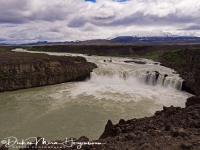 pjofafoss_met_hekla_op_de_achtergrond_-_pjofafoss_with_hekla_volcano_on_the_background_-_pjofafoss_mit_hekla_vulkan_auf_dem_hintergrund_20170625_1710845576